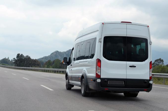 Hull Minibus hire 16 seater minibus